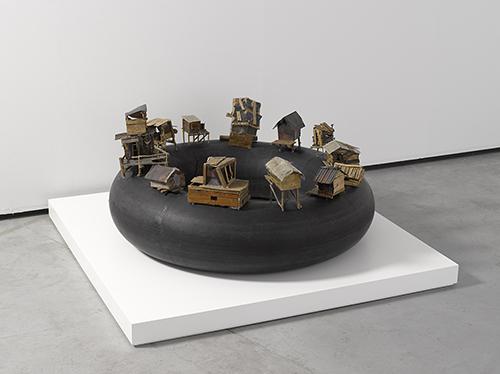 Kcho, 'Al borde del abismo', 2004. Es Baluard Museu d'Art Modern i Contemporani de Palma. © of the work, Kcho, VEGAP, Palma de Mallorca, 2016. © of the photo, David Bonet