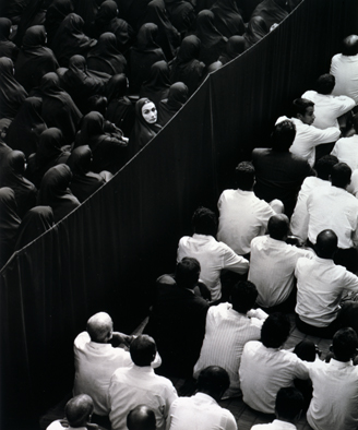 Shirin Neshat, Fervor, 2000. Production Still (Photograh by Larry Barns) © Shirin Neshat, 2017. Courtesy of Gladstone Gallery, New York & Brussels