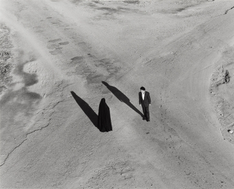 S. Neshat, «Fervor» series (Couple at Intersection), 2000 (fragment of the work). Es Baluard,Private Collection Long-Term Loan © Shirin Neshat, 2017. Courtesy of Gladstone Gallery, New York & Brussels